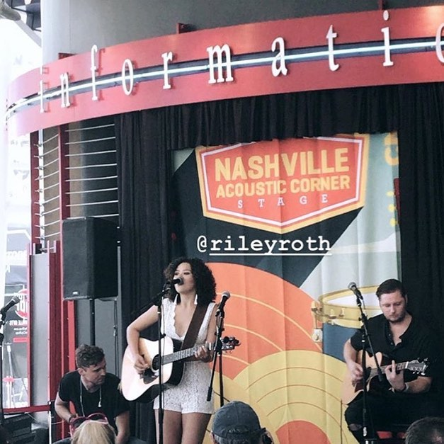 @harrisonkindy laying down some beats with @rileyroth  at #cmafest2018 📷: @noreenprunier