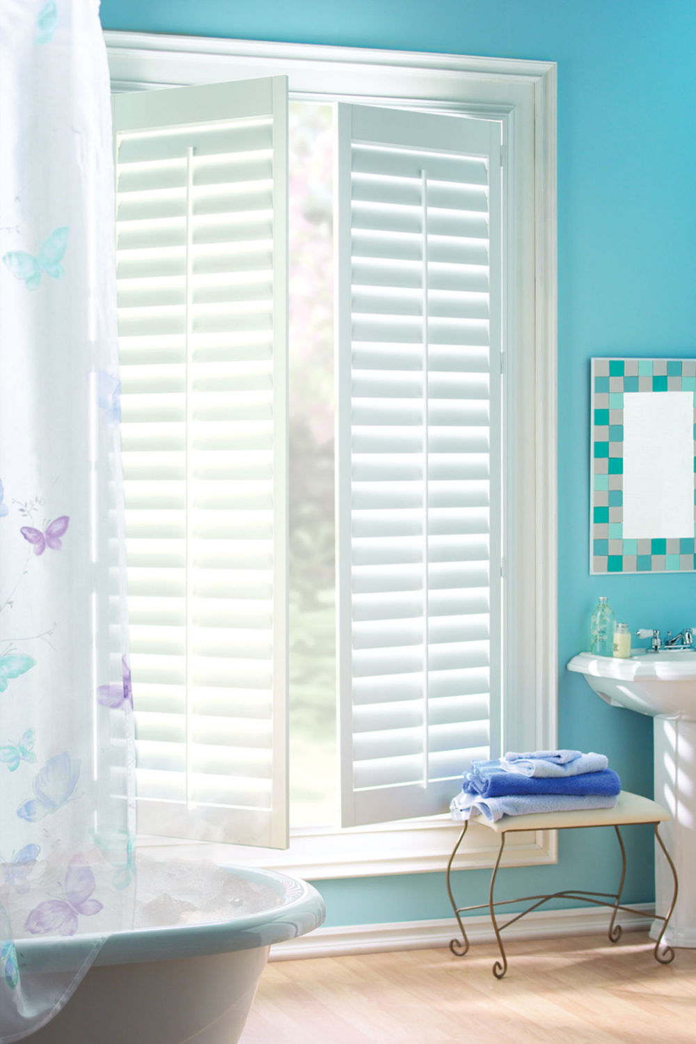 <p><strong></strong>Palm Beach Polysatin Shutters