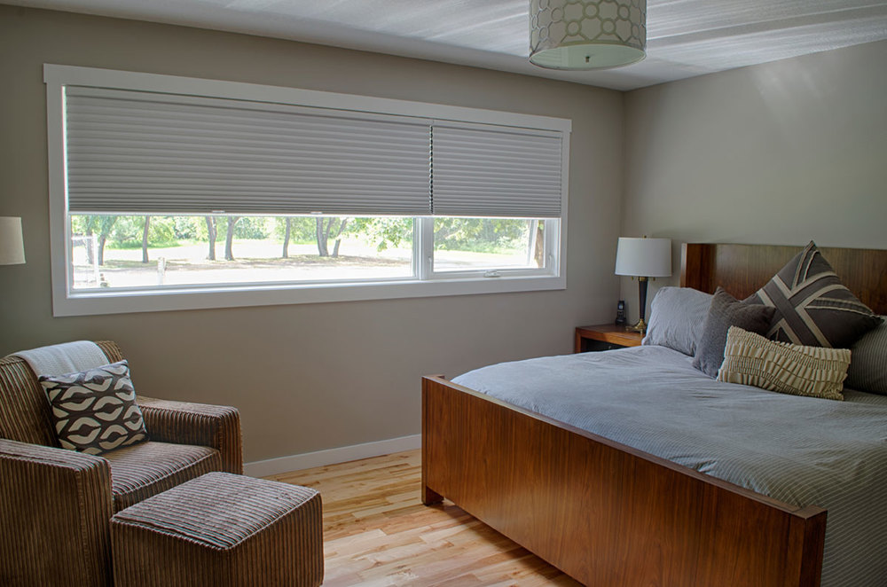 <p><strong></strong>Days Design Custom - Hunter Douglas Duette honeycomb shades, blackout, Daisy white
