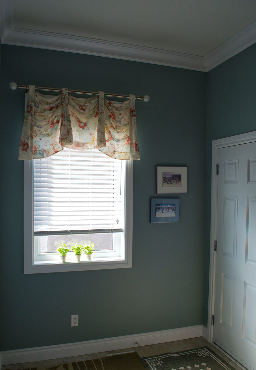 <p><strong></strong>Days Design Custom -  Open Kingston swag valance- Fabric- Kravet LA 1337, color 519, Joanne Hardware