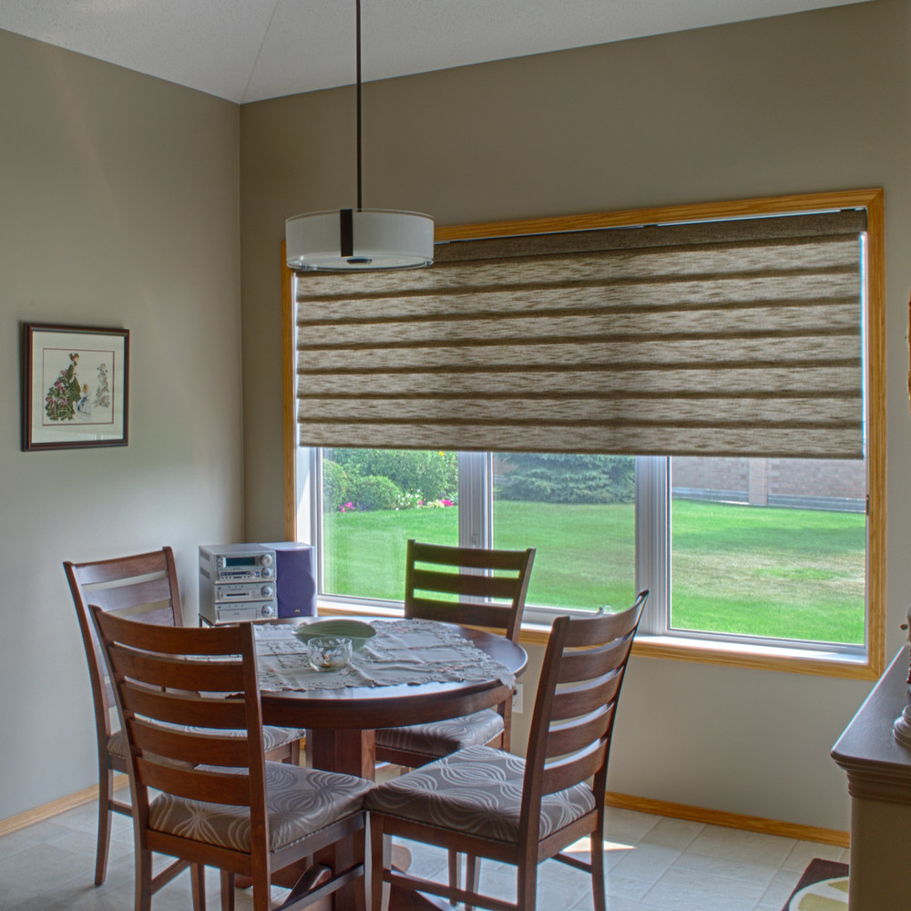 <p><strong></strong>Days Design Custom - Hunter Douglas Roman Shade