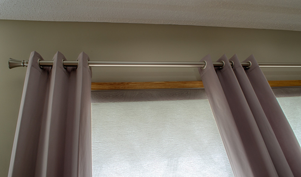 <p><strong></strong>Days Design Custom - Hunter Douglas roller shade - Giselle color Dovecoat