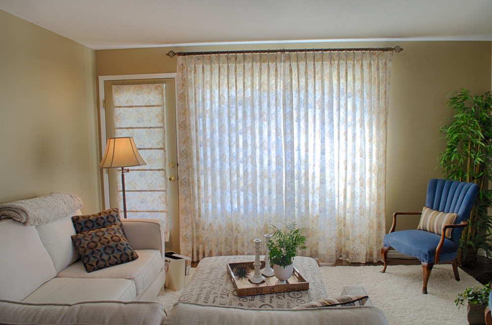 <p><strong></strong>Days Design Custom - Custom Roman shades and pinch pleat drapery panels