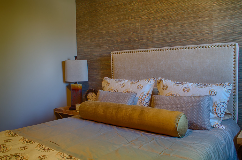 <p><strong></strong>Days Design Custom - Grasscloth wallcovering, Pillow Shams and bed runner- Maxwell Fabrics Tabriz, color Treasure.