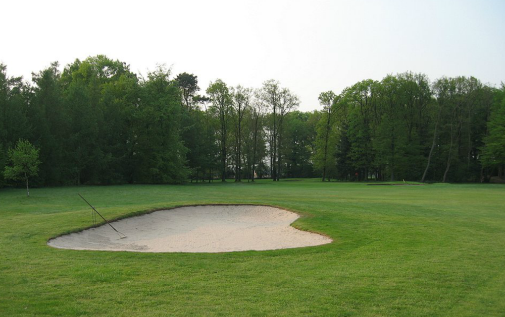 Hole 16 before from the left fairway bunker.