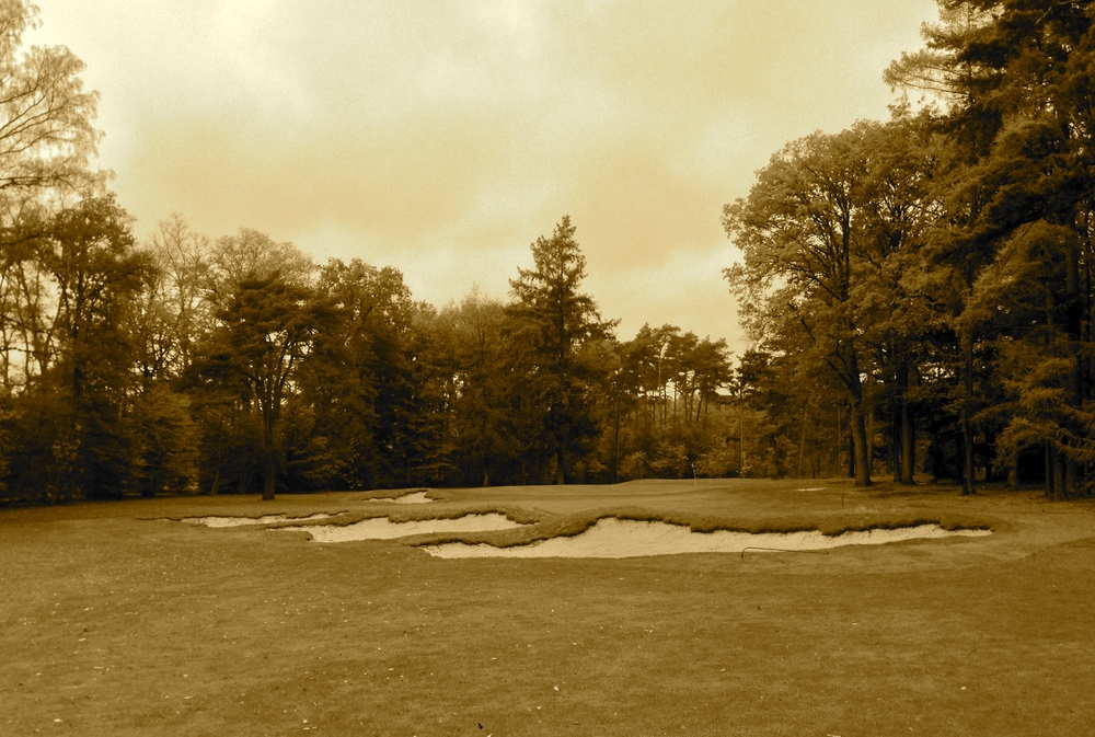 Hole 17 in sepia filter for fun to see how it compares with older styles of bunkers.