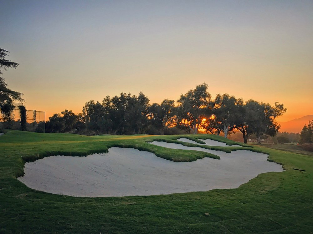 hochstein-design-2017-the-work-redlands-hole-3-bunkers-sand-in-sunset.jpg