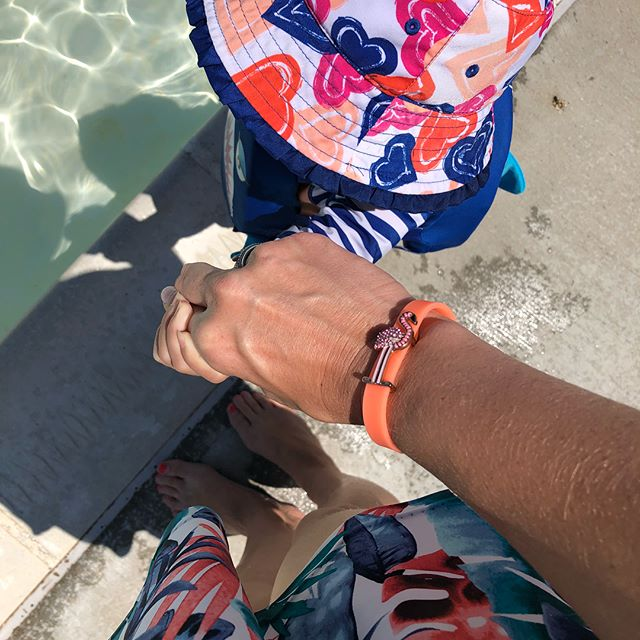 I love days by the pool 💦I can get some KEEP posts scheduled before I leave and then just RELAX 😎 Oh wait, I have 2 toddlers 👧🏻👶🏻 so it's a mom version of relaxing 😂 #rakeepdesigns #ramommytime