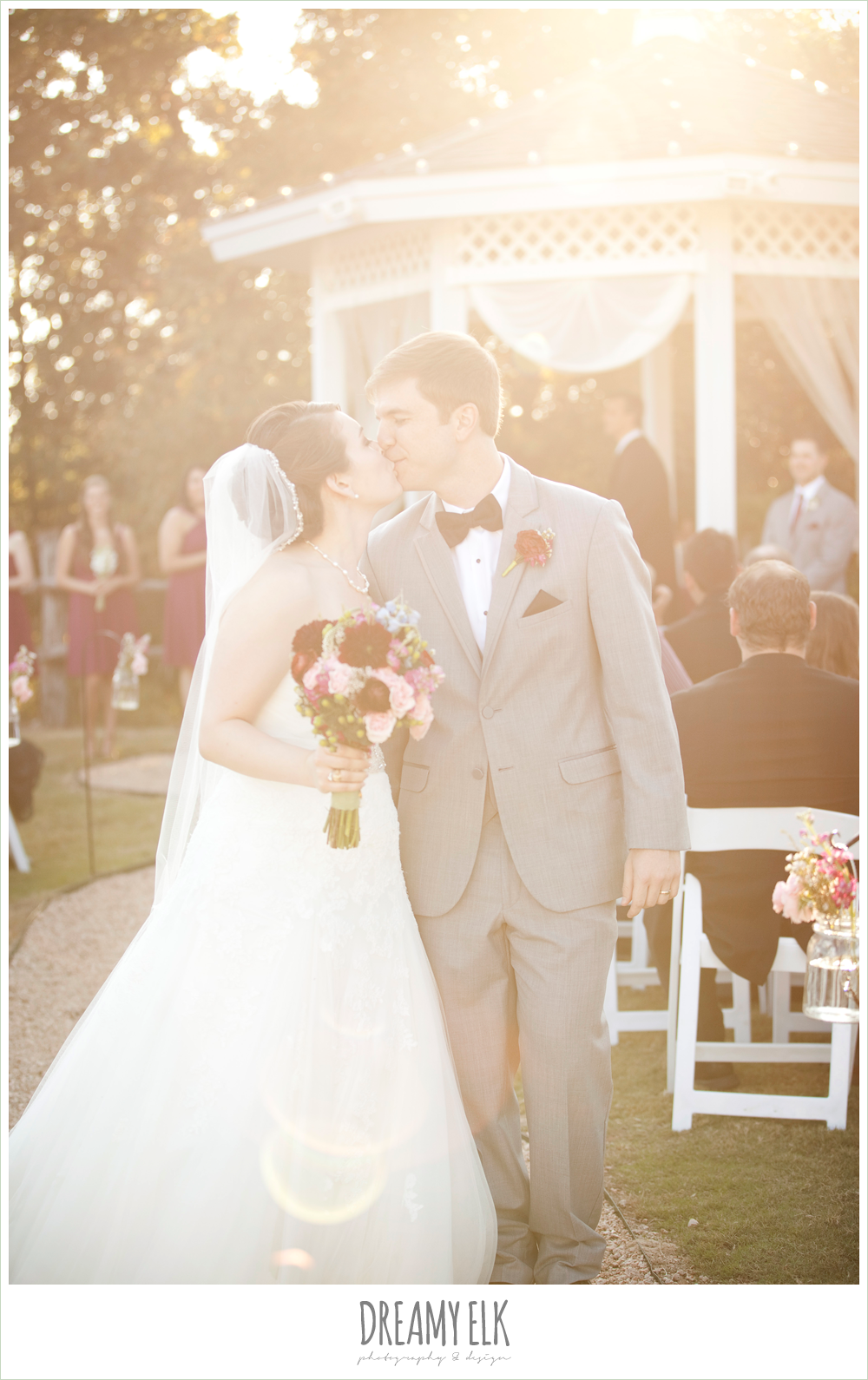 bride and groom kissing, sunflare, october wedding, inn at quarry ridge, dreamy elk photography and design