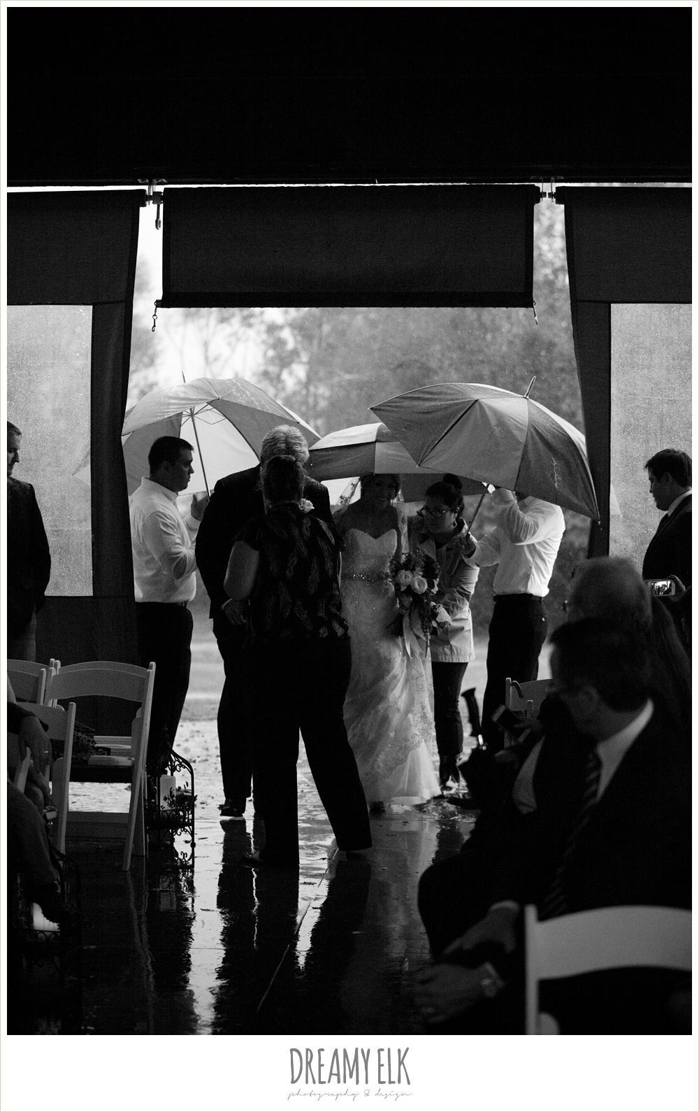 bride under and umbrella, rainy fall wedding, rock lake ranch, dreamy elk photography and design