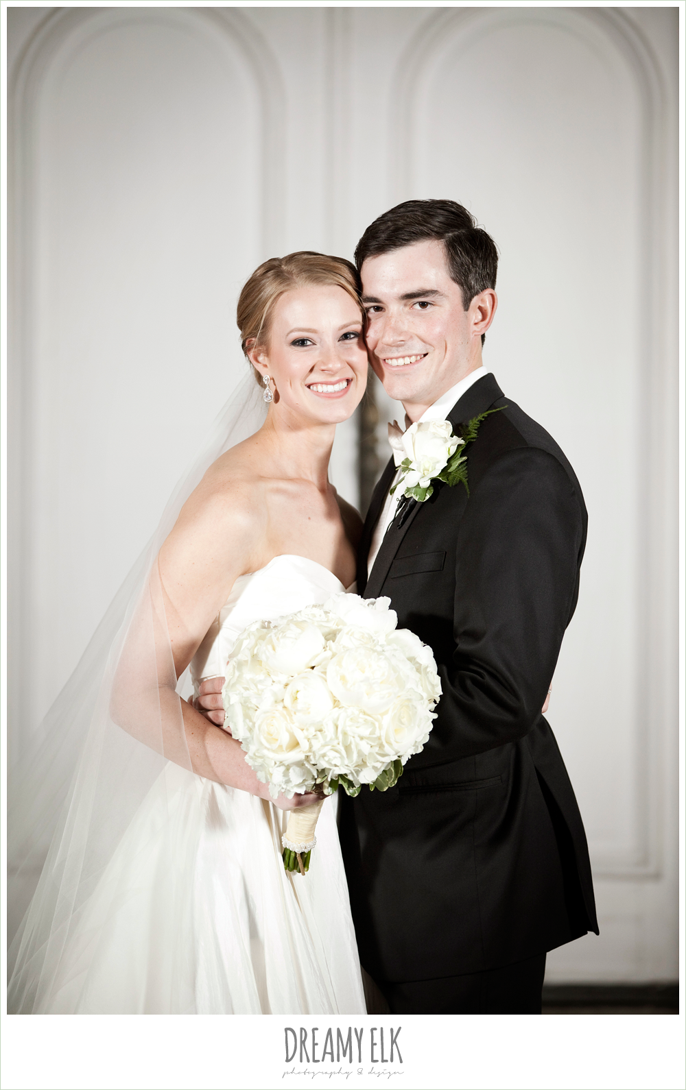 bride and groom, white wedding bouquet, winter wedding, austin wedding photographer, dreamy elk photography and design