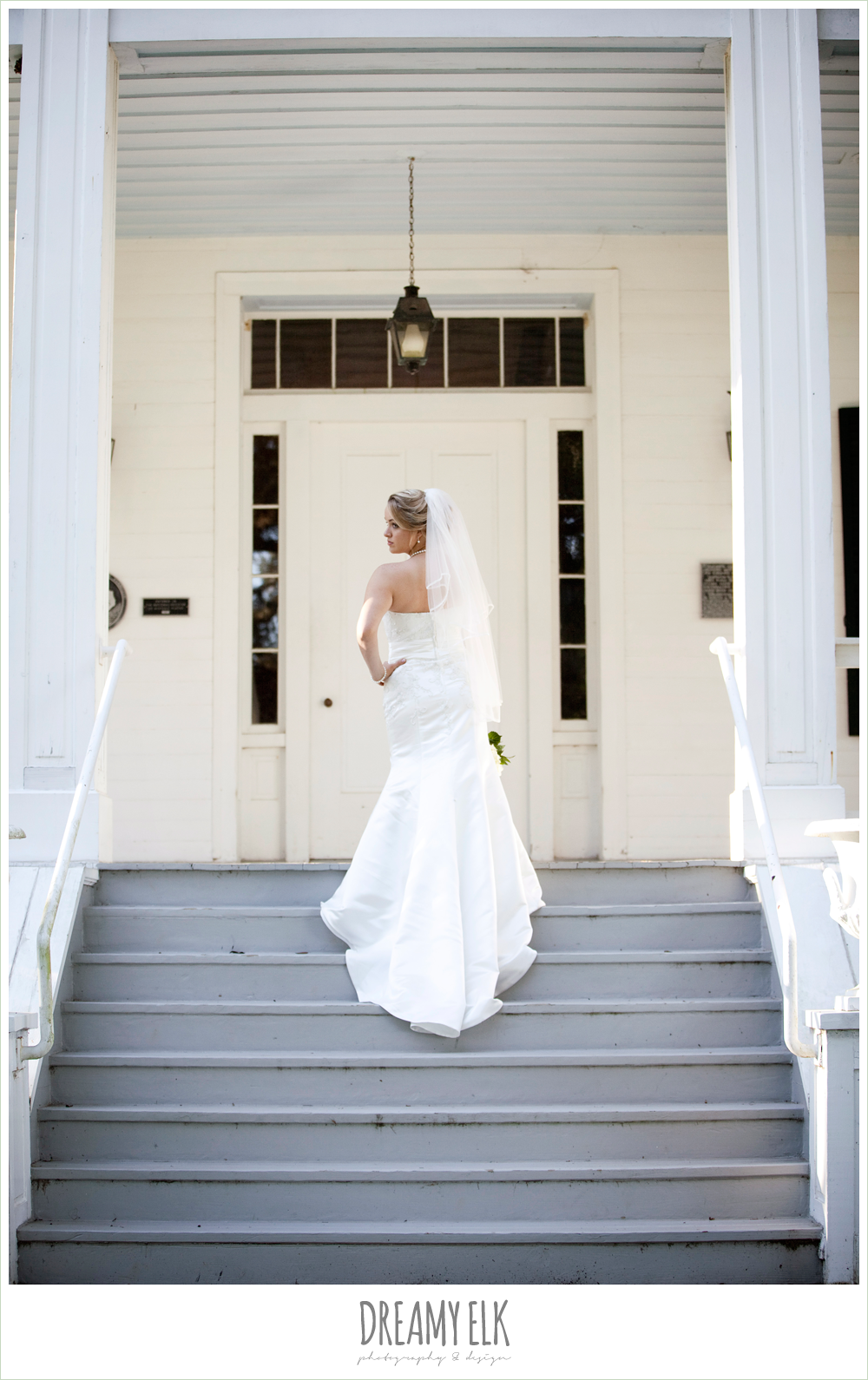 liendo plantation, bridal photo, trumpet satin wedding dress, white wedding bouquet {dreamy elk photography and design}