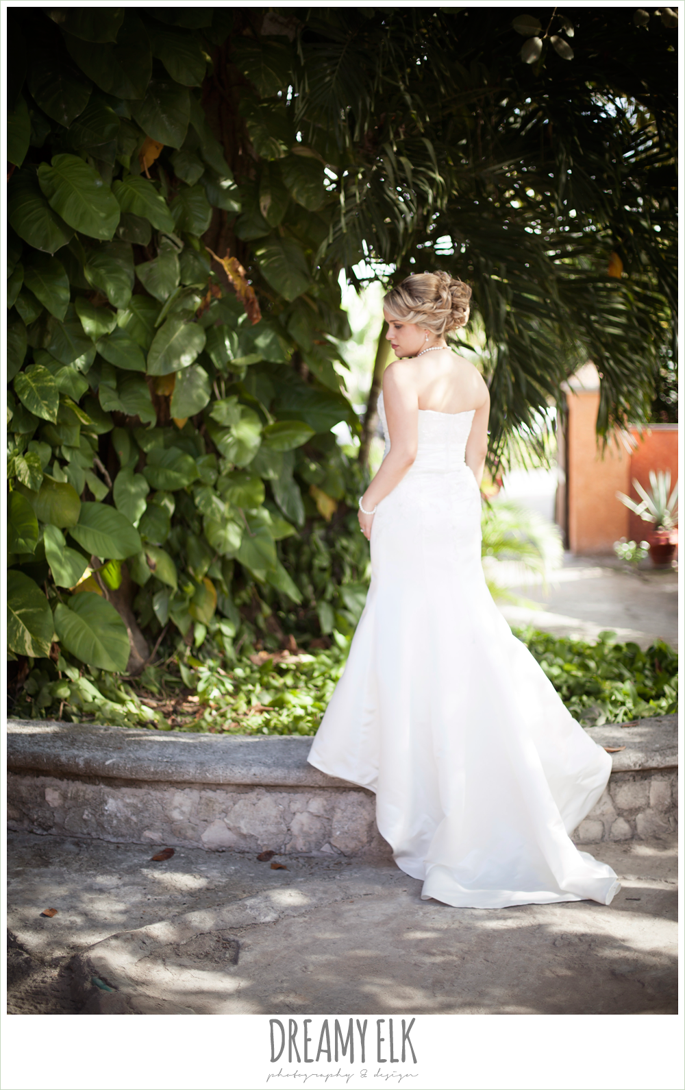 outdoor bridal photo, destination wedding, cozumel {dreamy elk photography and design} photo