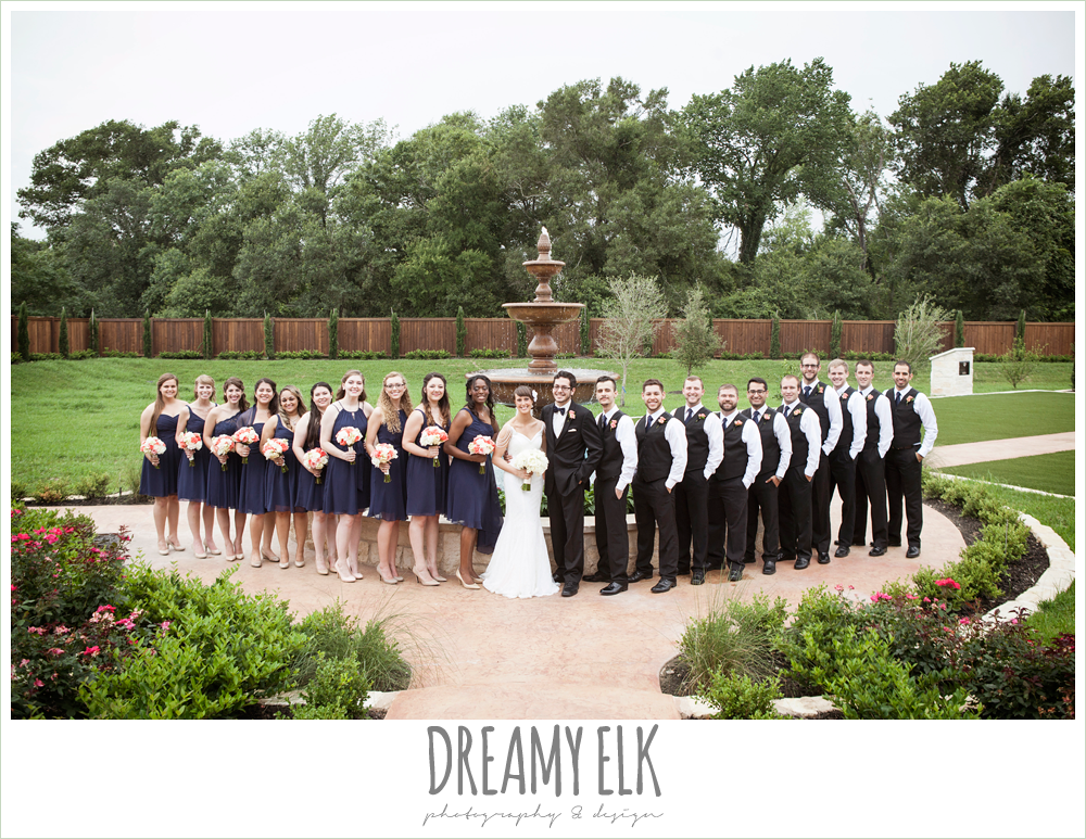 large bridal party, ten bridesmaids, ten groomsmen, navy bridesmaids dresses, white wedding bouquet, pecan springs, houston, texas, photo {dreamy elk photography and design}