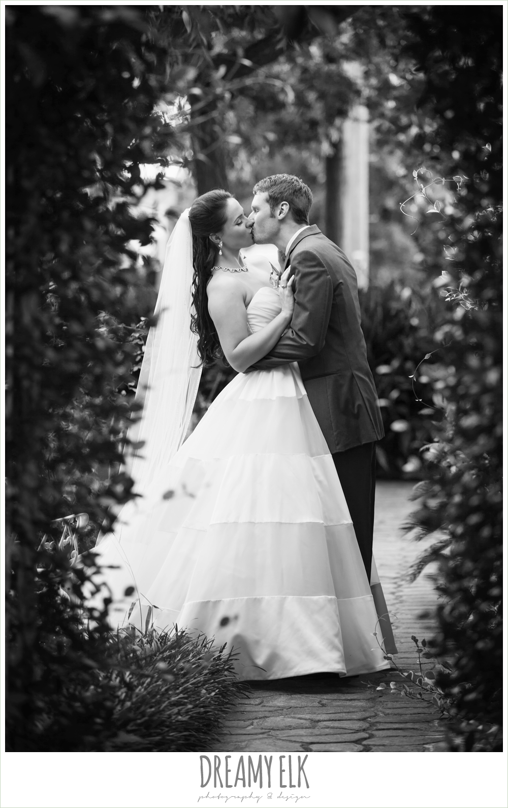 outdoor bride and groom portraits, sweetheart strapless wedding dress, heather's glen summer wedding photo, houston, texas {dreamy elk photography and design}