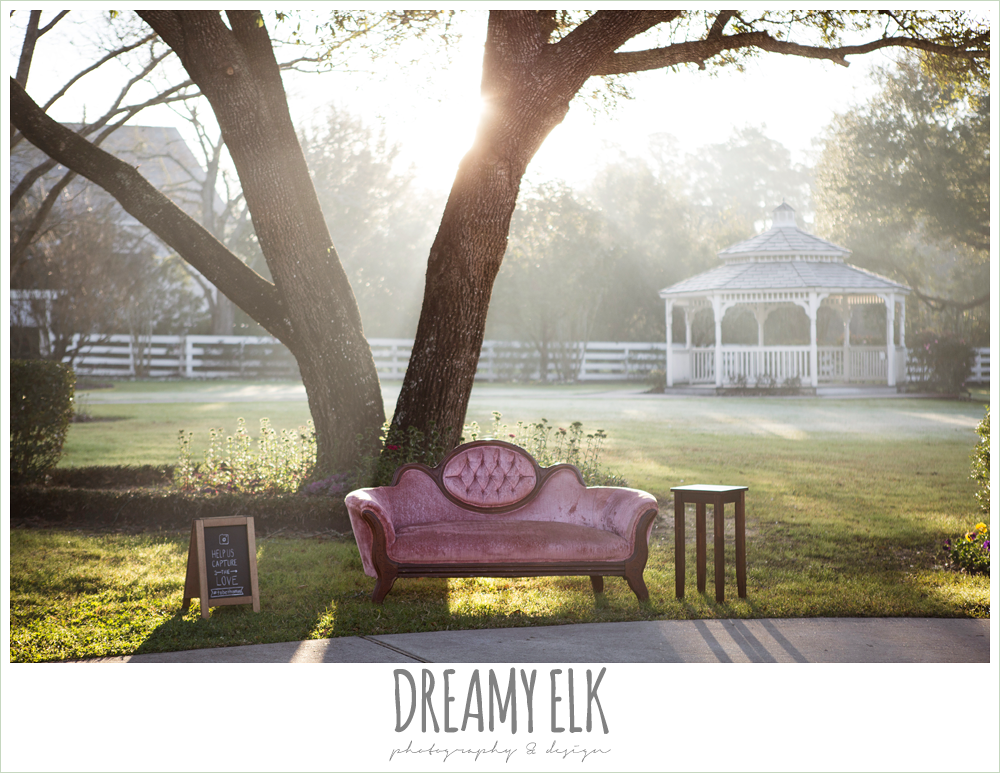 pink vintage couch, morning winter january wedding, ashelynn manor {dreamy elk photography and design}