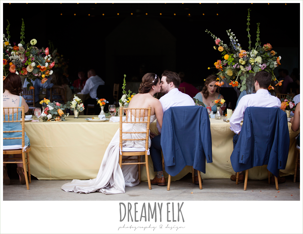 bride and groom kissing, head table, wedding reception, colorful outdoor sunday morning brunch wedding, hyatt hill country club, san antonio wedding photo {dreamy elk photography and design}