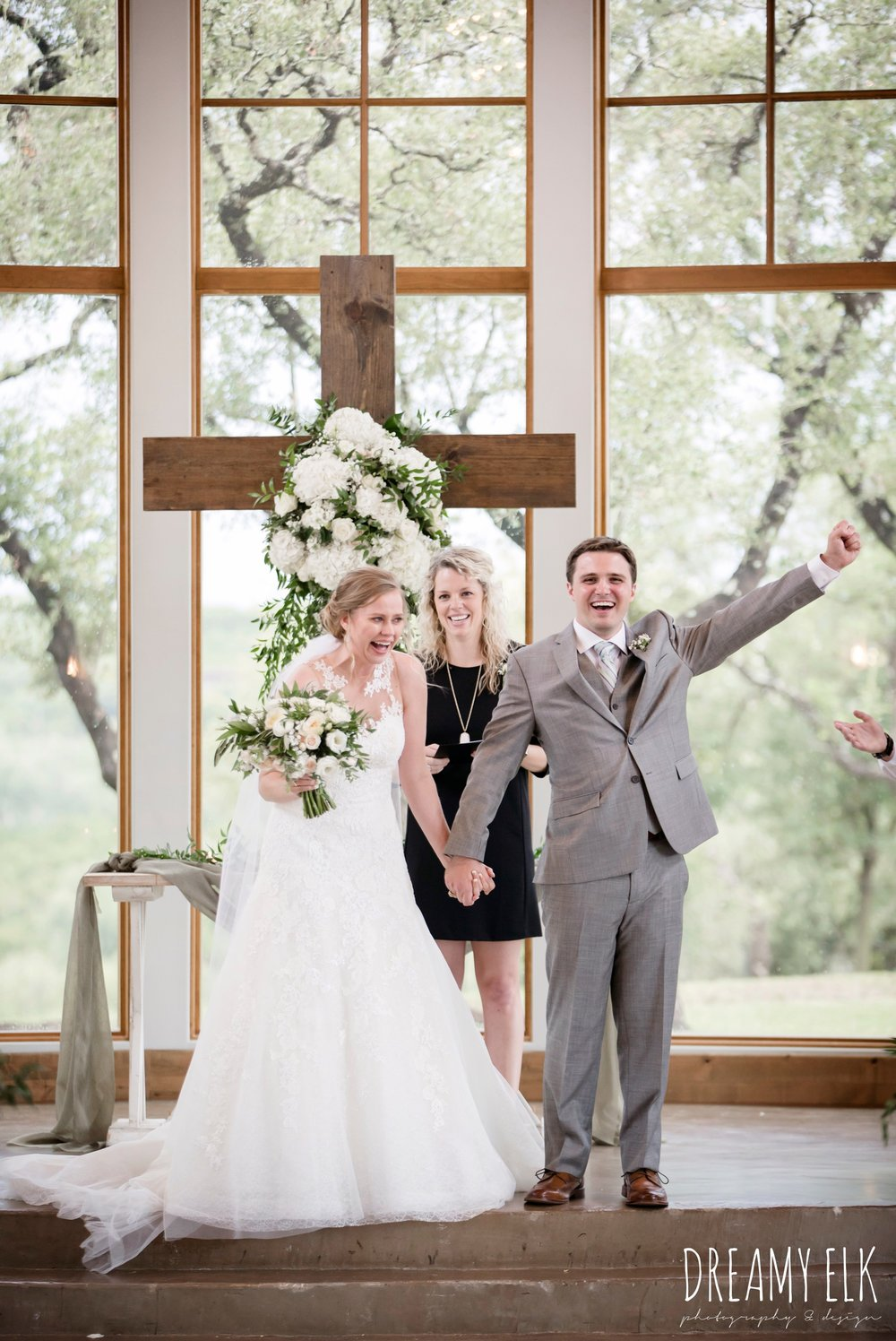 indoor wedding ceremony, bride and groom, summer july wedding photo, canyonwood ridge, dripping springs, texas {dreamy elk photography and design}
