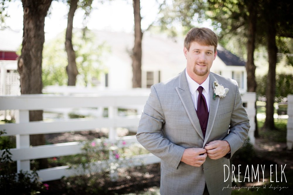 men's wearhouse gray tux with maroon vest and tie, september wedding photo, ashelynn manor, magnolia, texas, austin texas wedding photographer {dreamy elk photography and design}