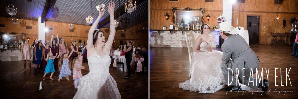 bouquet toss, garter toss, september wedding photo, ashelynn manor, magnolia, texas, austin texas wedding photographer {dreamy elk photography and design}