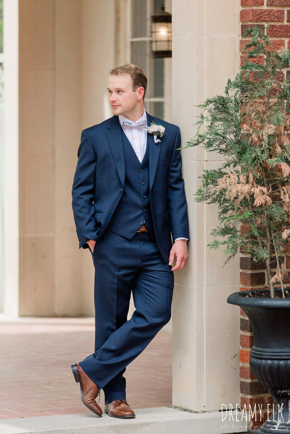 groom, men's wearhouse, spring wedding, the astin mansion, bryan, texas, spring wedding, dreamy elk photography and design