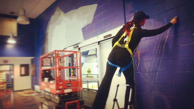 Starting a new mural today!! #laceyandlayla #murals #mtlart #MUmtl #lasalleart #dollardstlaurent #montrealmurals #sportssportssports