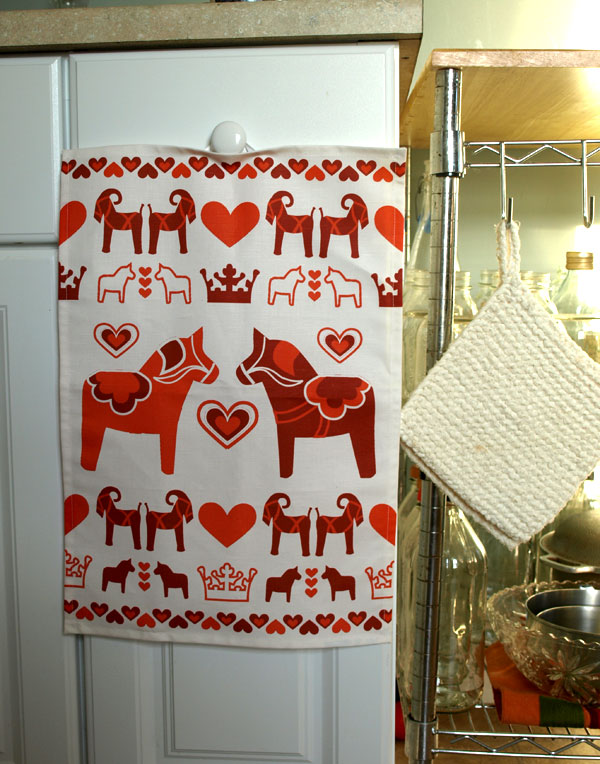 Dalahästar, Swedish Christmas teatowel in red color-way.  Available soon  at    etsy.com/shop/lilleputtstudio .