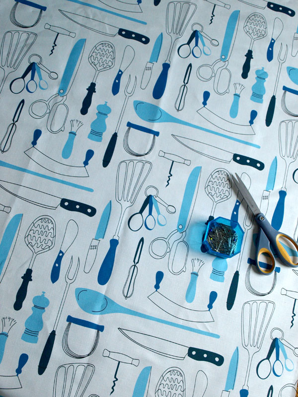 Had this variation of my Retro Utensil pattern printed, also for aprons…