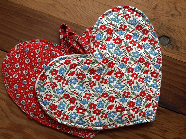 I can't get over these blue and red flowers. Too cute. Vintage fabrics from the 40s, heart-shaped pot holders. Get your own set at  The Merchant Company 's Valentine's Day shindig tonight!