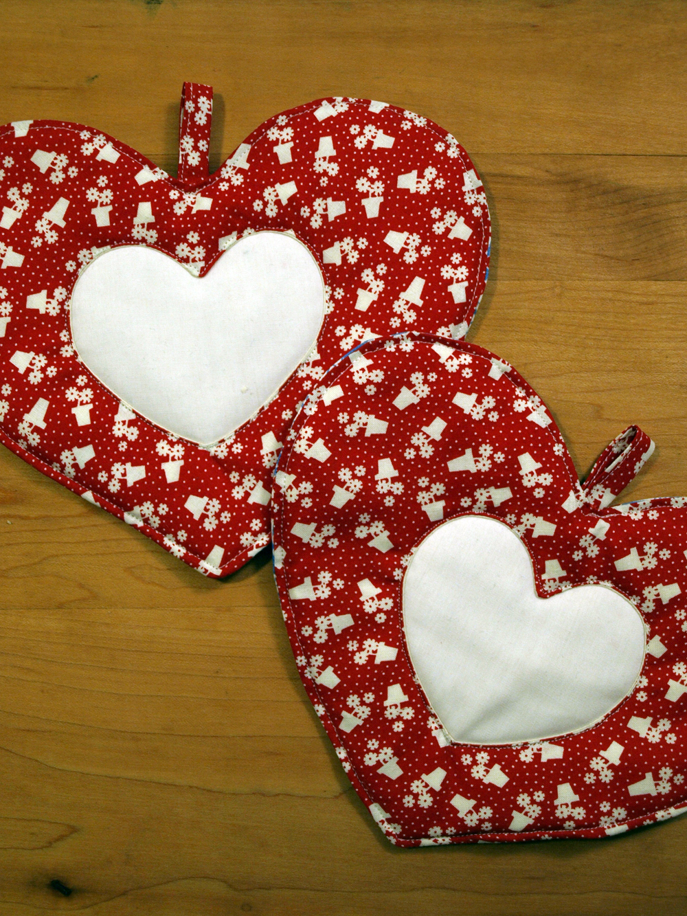 Another set of heart shaped pot holders: wait till you see the fabric on the backside!