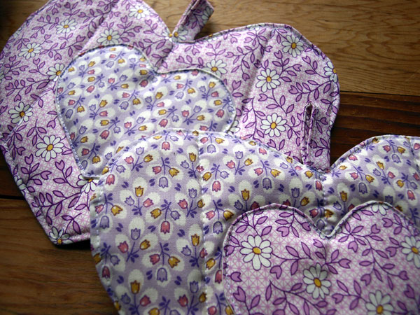 Vintage 40s fabrics in purple, for Easter. I love this tulip pattern! More hearts available on  etsy