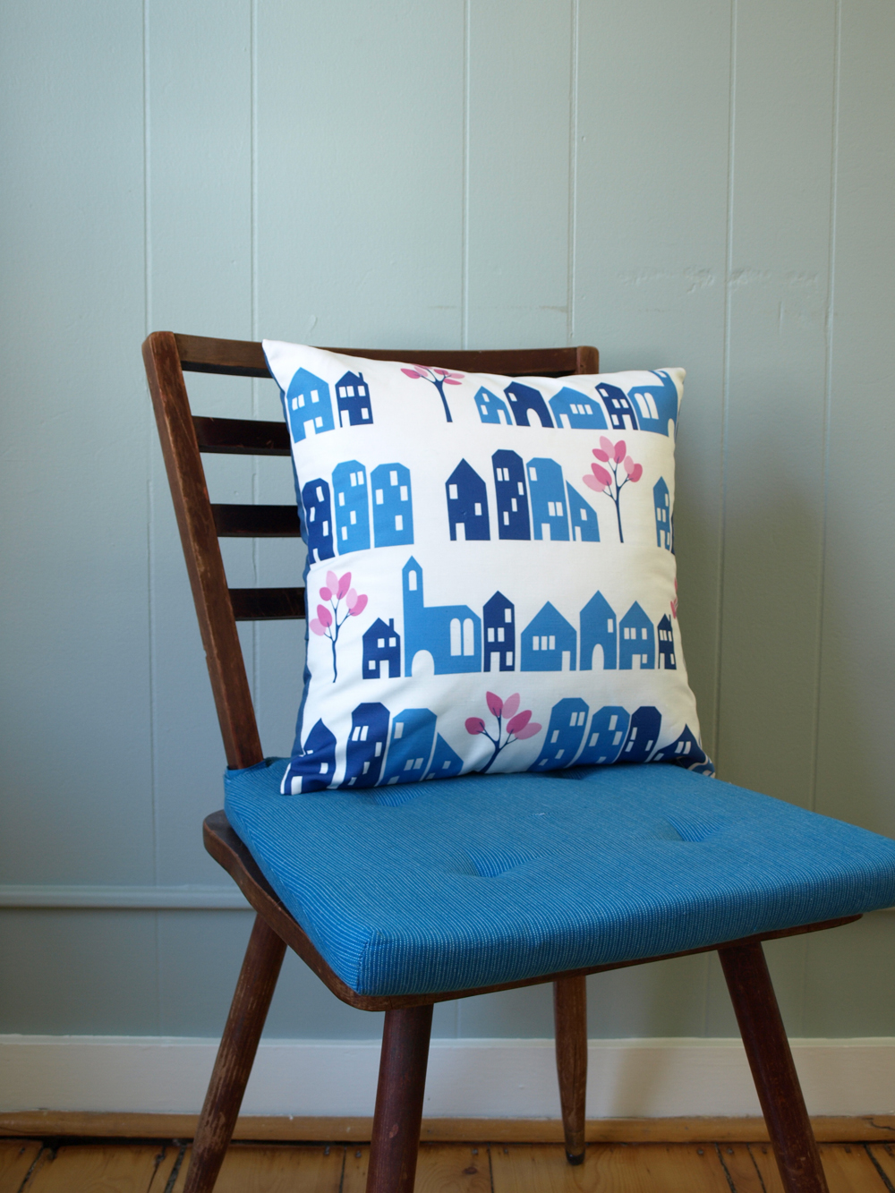 New pillow cover, sewn and  in the shop!