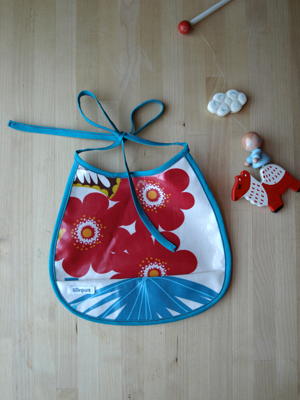 New summer bibs (in laminated cotton) in the  shop ! I love the southwestern feel with the red and turquoise on this one.