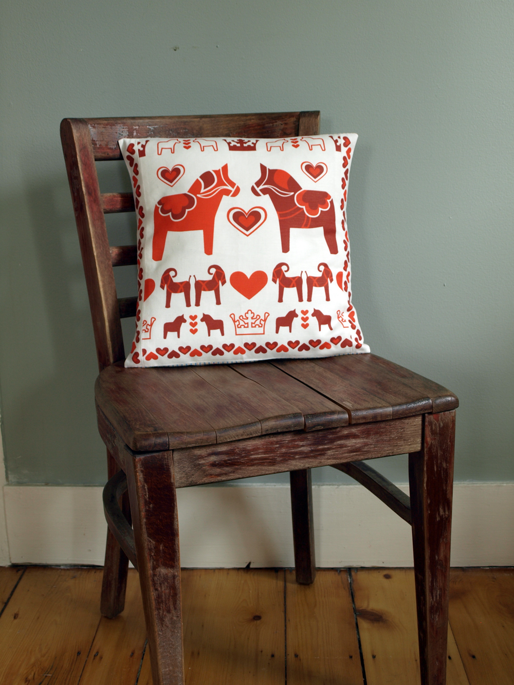 A slight variation on my Red Dala Pillow; this one has been pieced so that the heart border continues on the sides… and it has a lovely cotton ticking on the back.