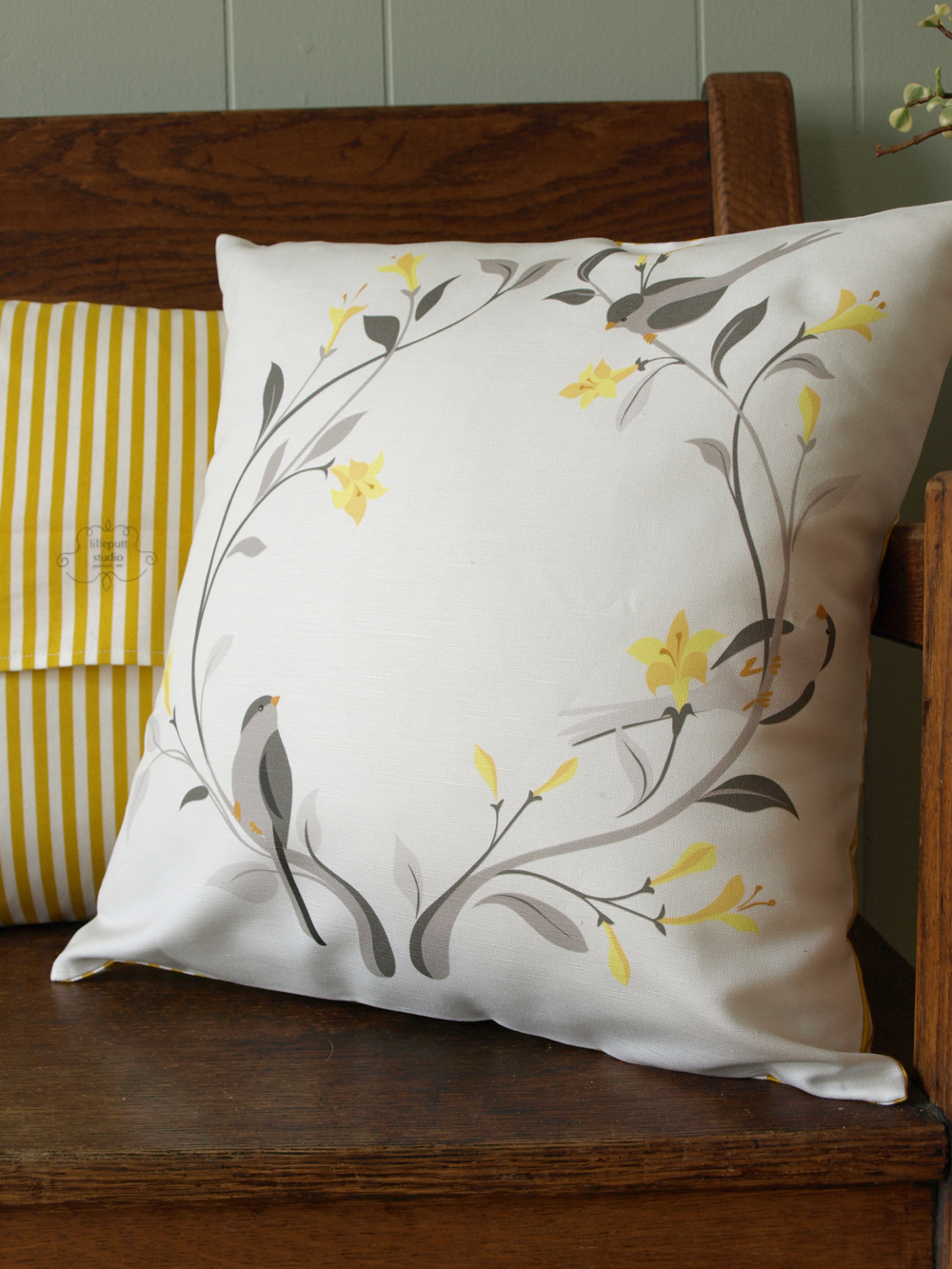 And our little grey bird pillow, at last!