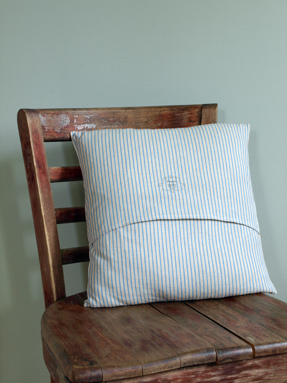 …And the backside. I love the ticking, gives the pillow a really traditional feel.