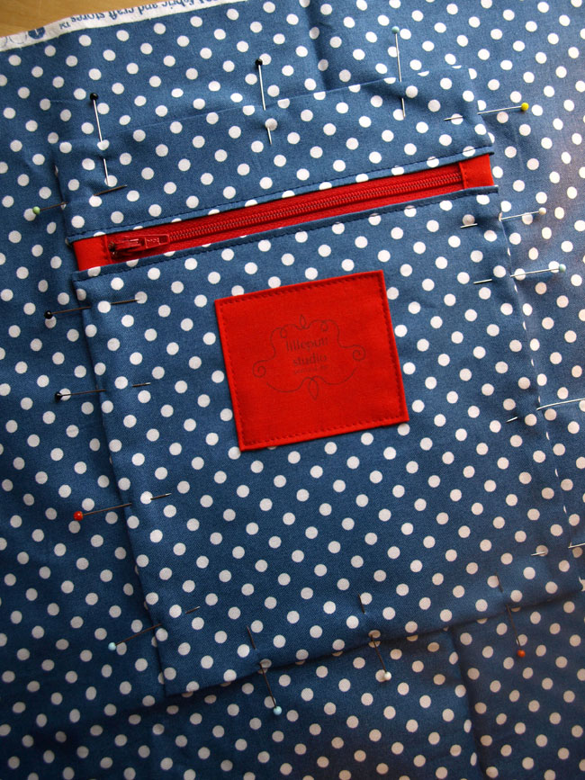 Polka dot pocket. (Bag making)