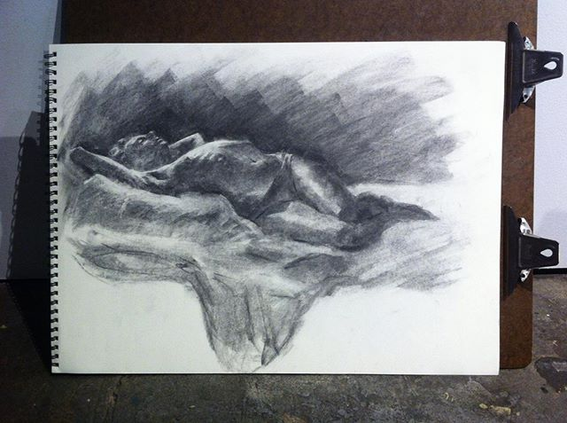 I used to do live figure drawing all the time, but for the last year it's been all figure painting. Felt good to go back to the charcoal.  #figuredrawing #livemodel #vinecharcoal