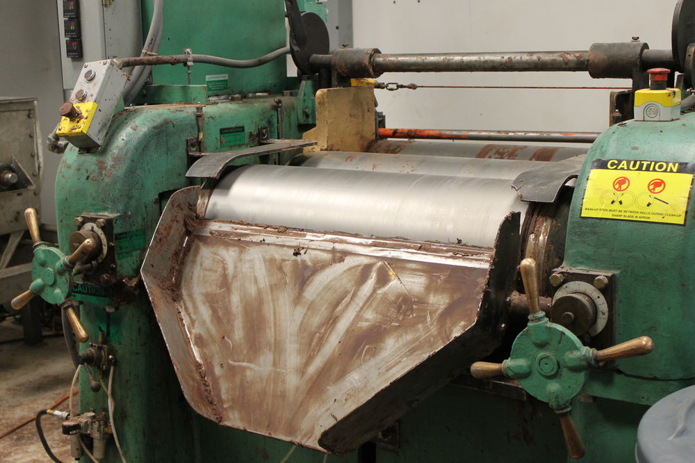 During the grinding process, the fat and sugar can separate. This machine folds it back together.