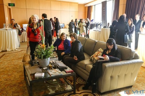 PICTURED ABOVE: Many guests enjoyed two well-appointed comfort lounges provided by Masins, which provided a relaxing place to digest all the information collected from exhibitors.