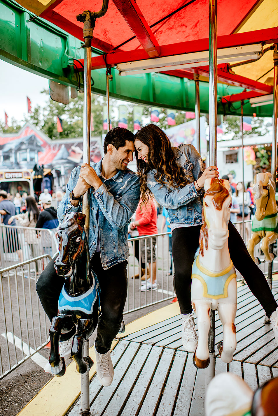 Portland-wedding-photographer-carnival-engagement-photos_124.jpg