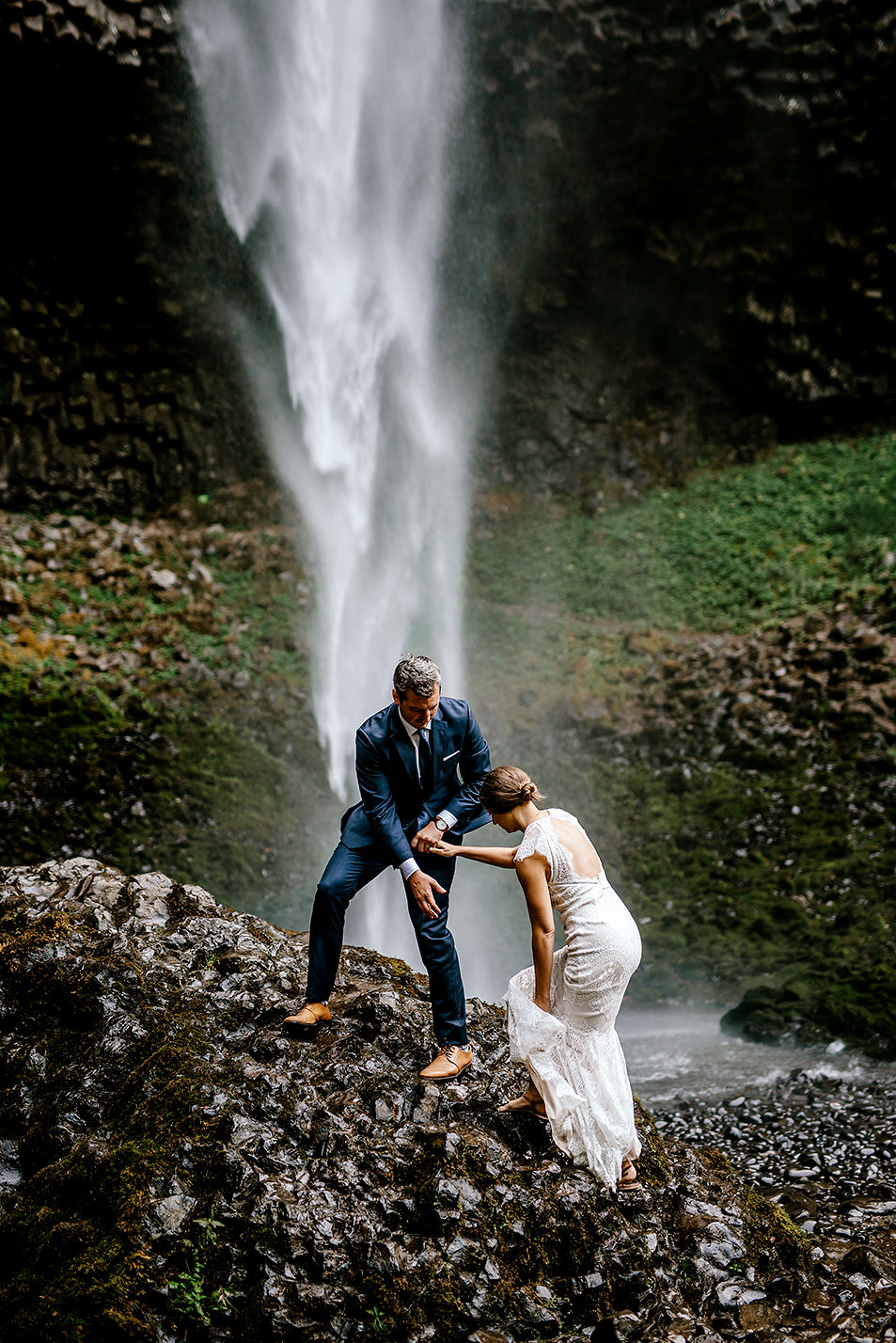 Columbia-River-Gorge-Elopement-Portland-Oregon-Wedding-Photographer-639.jpg