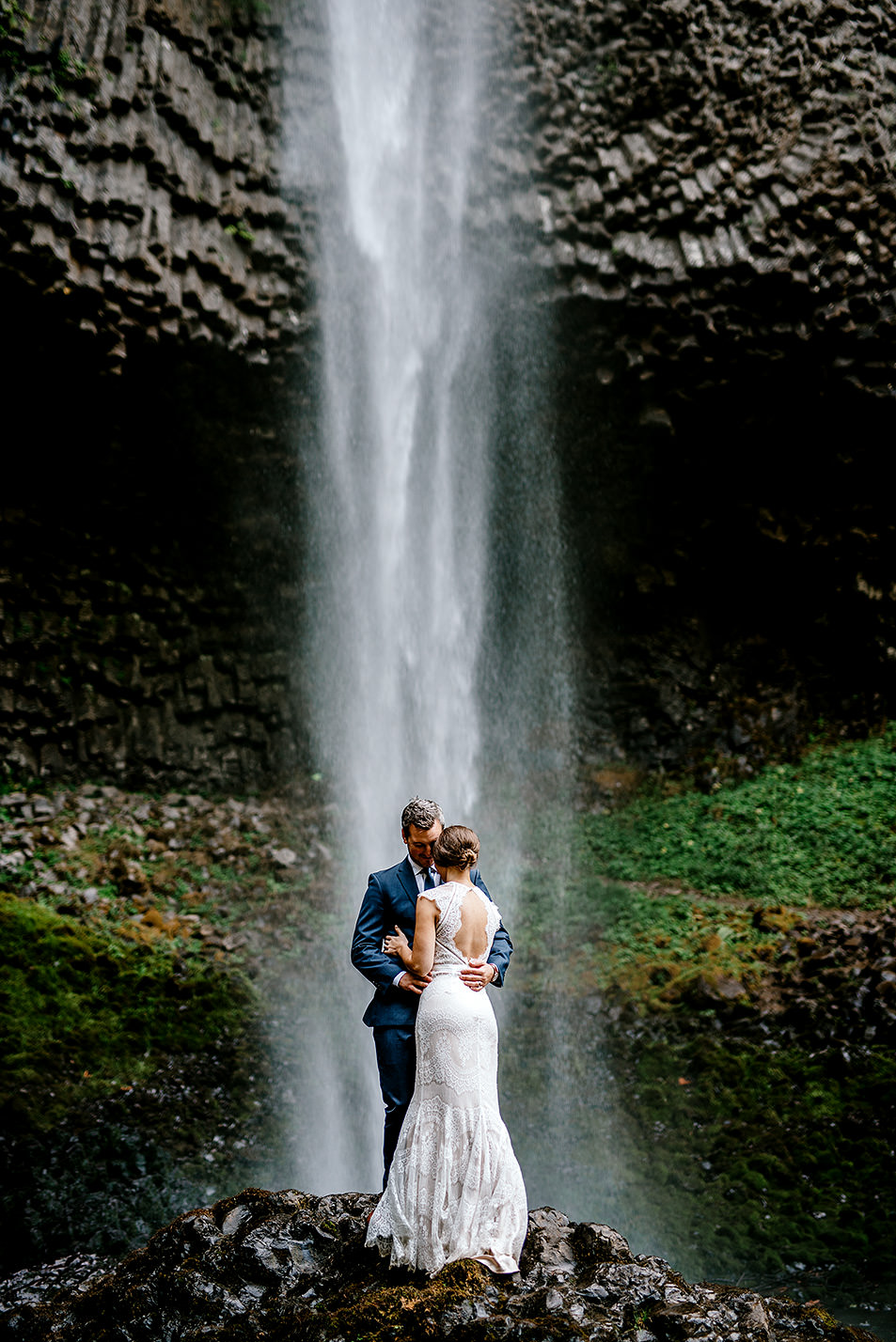 Columbia-River-Gorge-Elopement-Portland-Oregon-Wedding-Photographer-642.jpg