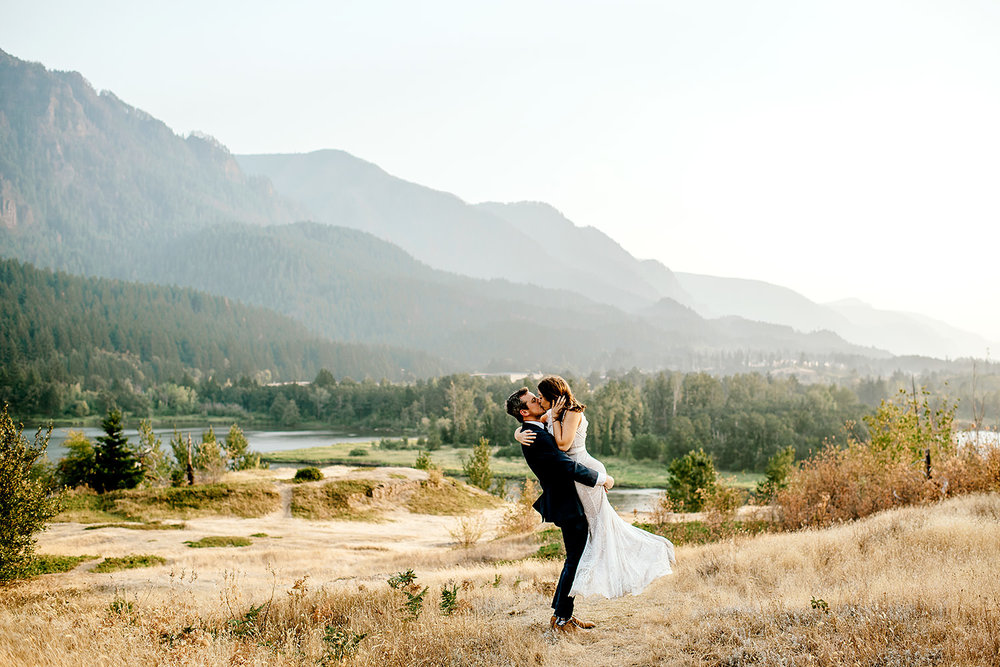 Columbia-River-Gorge-Elopement-Portland-Oregon-Wedding-Photographer-711.jpg