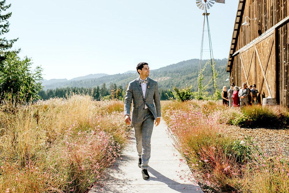 Tin-roof-Barn-wedding-Portland-Oregon-wedding-photographer-0327.jpg
