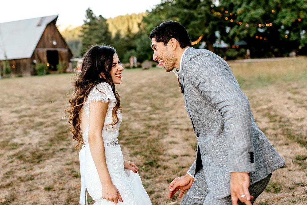 Tin-roof-Barn-wedding-Portland-Oregon-wedding-photographer-0809.jpg