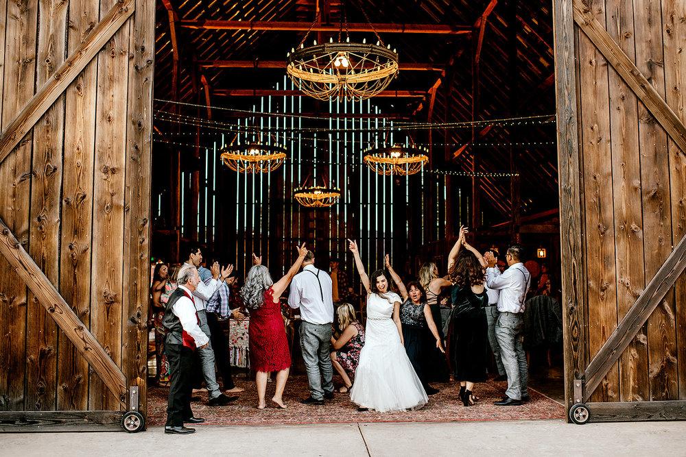 Tin-roof-Barn-wedding-Portland-Oregon-wedding-photographer-0944.jpg
