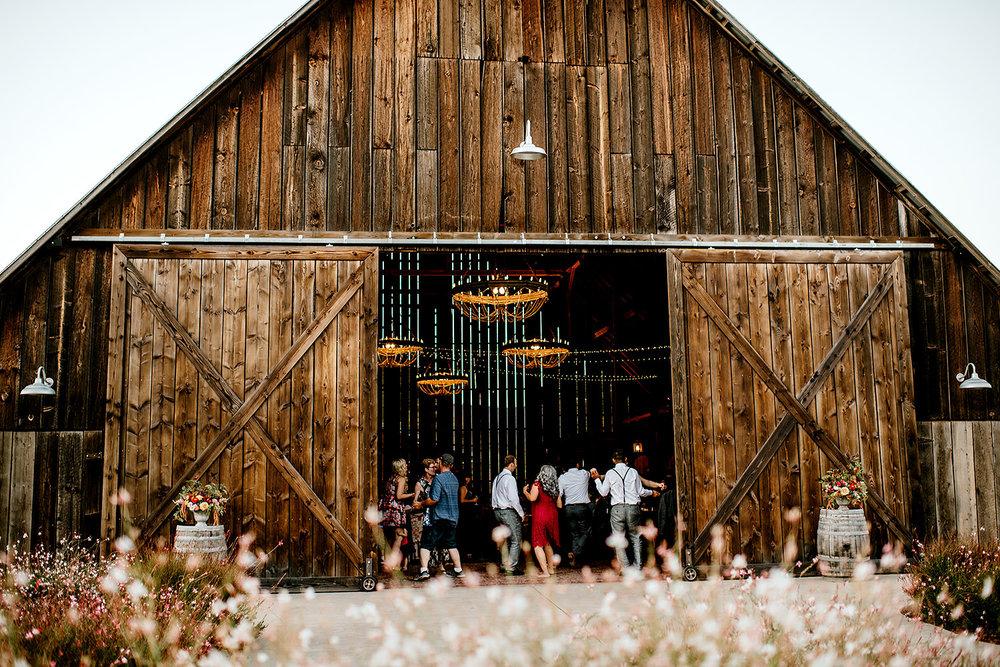Tin-roof-Barn-wedding-Portland-Oregon-wedding-photographer-0946.jpg