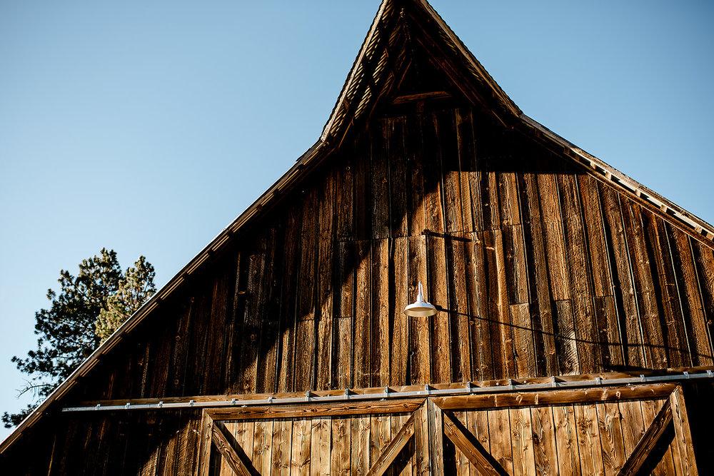 Tin-roof-Barn-wedding-Portland-Oregon-wedding-photographer-0625.jpg