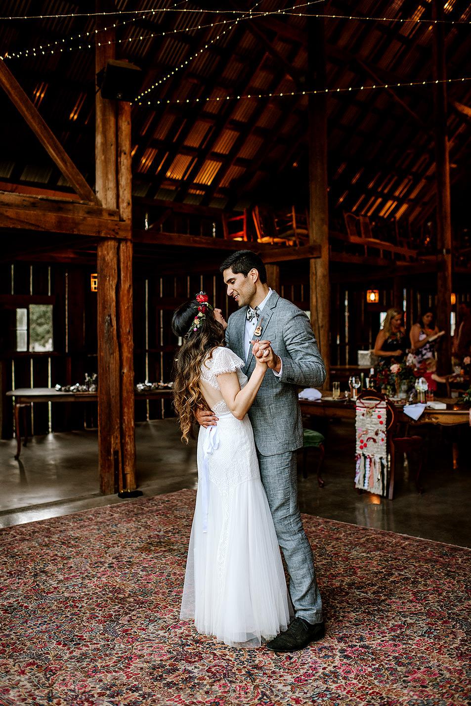 Tin-roof-Barn-wedding-Portland-Oregon-wedding-photographer-0871.jpg